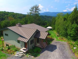 Beautiful Contemporary Home with Mountain View&Brook. Spring Special Rate
