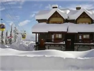 Luxury Townhome w/ Ski-In-SkiOut Access ** Ski For Free(during select periods **