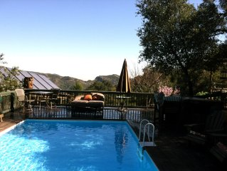 A Cozy Get-away For Two In Topanga Canyon. We are Pet Friendly.