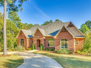 On RTJ Golf Trail Fairway - 4 Master Suites, 8 Beds, Pool Table, 5 HDTVs... Wow!