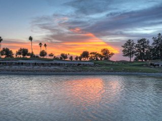 Superstition Lakes, professionally decorated, walk to shopping, movies and golf