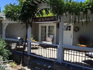 St. Helena Cottage - Walk to Downtown!