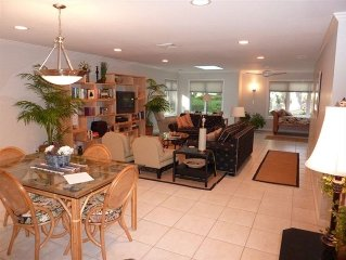 updated golf villa, Wi-Fi, Bikes,WALK to good Beaches,Pet OK,