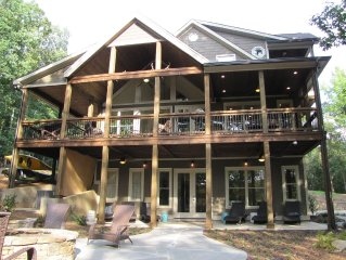 Waterfront Lodge 16 beds, private dock, designed for corporate/family gatherings