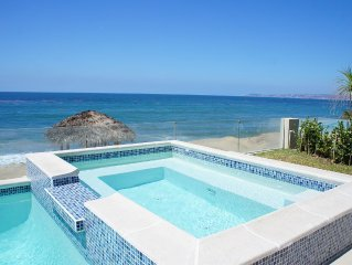 Luxury Ocean Front Villa (3,500 sq/ft ) with Private Pool/Jacuzzi.