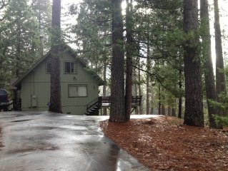 LAKEMONT PINES TREEHOUSE - JUST 5 PROPERTIES FROM THE LAKE!