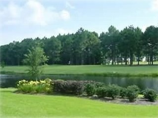 Sandpipper Bay, On golf course, 3BR, 2BA, 1st floor, Dec.Special$450 per week, aluguéis de temporada em Sunset Beach
