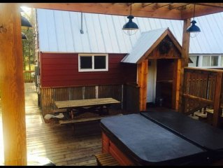 Hot Tub, Sauna and Views! this picture perfect cabin is just minutes from lake!