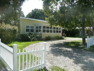 Cheerful, Serene, Pet friendly Cottage near Indian River and Old Jensen Beach