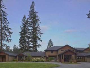 Close-in Beautiful, Large, Lodge-Like Private Lakefront Setting