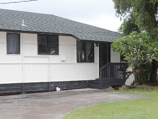 Quaint Cottage In the Heart of Kaneohe Town