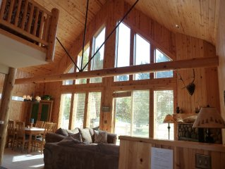 BEAUTIFUL CHALET ON THE GOLF COURSE!  Hot tub, wifi, garage!  Take a look!