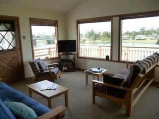 River house, Walk to beach & town, Fabulous views!