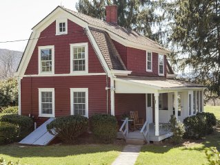 The Red House - In the Heart of Preserved Farm