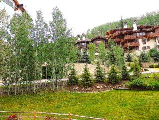 Beautiful Charming Condo In The Heart Of Vail Village