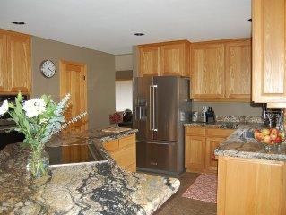 Beautiful 4Bdrm Renovated Home with A/C; 10 SHARC & 6 SR Fitness & Aquatics Pass