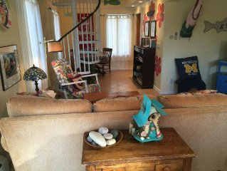 Steps To The Beach & 2 Blocks To Downtown Frankfort - Sleeps 2-6