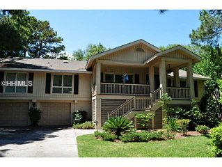 Palmetto Dunes 4th row.  At beach path. Pool & lagoon. 3 minute walk to beach.