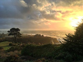 Pelican Point, Dramatic Ocean & Coast Views, Spa, Next to Town