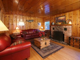 Walk to the lake & private beach! Hot tub, Wifi in Luxury 'Old Tahoe'