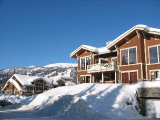 Ski in/Ski Out!  2 Bdr/2BA Condo! Comfortable and Clean!