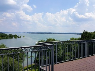 Lake Travis- Lake Front Home with Beautiful View
