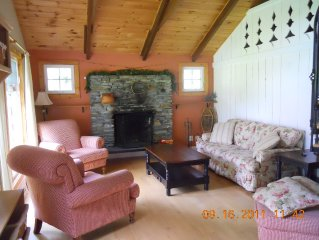 Stowe Ski House, Cozy Chalet with Fireplace, Wi-Fi, Cable