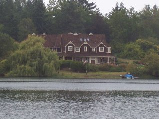 Luxury, Waterfront Home, Perfect For Family Reunion or Vacation