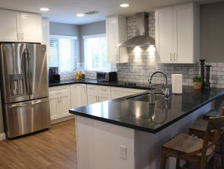 Tempe/Scottsdale/Phx 4 Bd/3 Ba, sleeps 9, resort pool/patio, gourmet kitchen