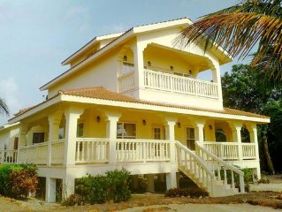 SPECIAL DISCOUNT OFFER!  LUXURY BEACHFRONT 3 BEDROOM VILLA NEAR PLACENCIA!