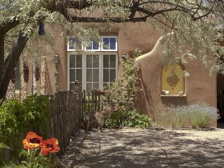 Hidden Treasure - Acequia Madre Casita - Steps from Canyon Rd.