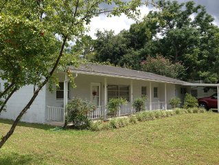 Grandma's Place, Nice House Near Historic Downtown Deland
