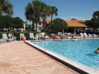 Gated golf community Avail. Mar & Apr free wifi & cable  2/2 & 30 min to Disney