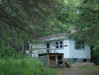 Cozy North Shore Cottage with Views of Lake Superior.  The waves are calling!