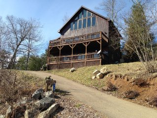 Mountain Lake Cabin With Gorgeous Views, Wifi, Hot Tub, Dock/Canoes, Fire Pit.