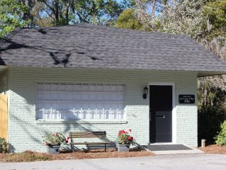 4 Blocks From Waterfront & Downtown Dining -  Pet/Pup Friendly + 2 Adult Bikes