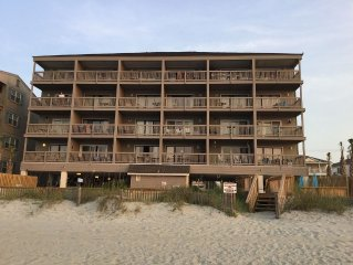 Beachfront condo, park closest to beach, Pool, 1mi to pier/dwtn