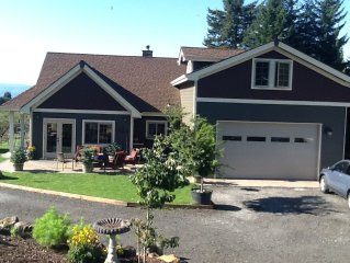 Beautiful house just 6 miles from Hood River, 2 king beds + private apartment!