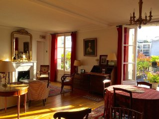 Elegant And Charming One Bedroom Apartment With A View Of The Eiffel Tower