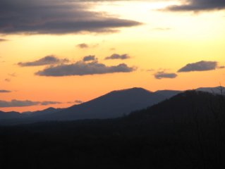 ASHEVILLE , CLOSE TO DOWNTOWN, MTN. VIEWS, SUNSETS, Wi Fi,  FIREPLACE, FIRE PI