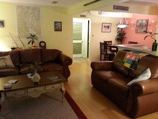 Cool Condo Just over the Cooper River Bridge - Minutes to Downtown Charleston