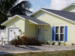 Cozy 2/2 Bungalow - A Short Walk To The Pristine Waters Of Juno Beach