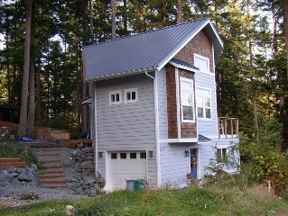Quiet, Modern, View Cottage *Affordable*- Community Beach
