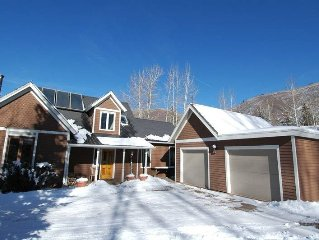 Fantastic Aspen Home! Close-in, family friendly, hot tub