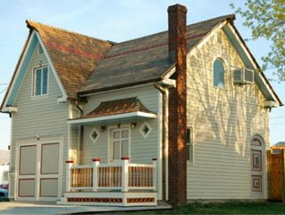 Cricket House: Great Location; can rent with Culp House