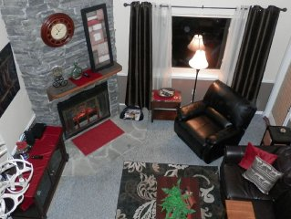 """Amazing ski slope and view of Mt LeConte, pool,  hot tubs  55"""" TV recliner, wifi"""
