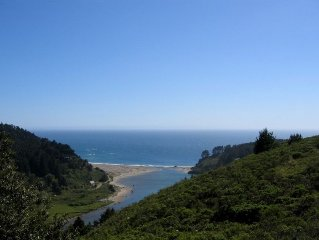 Ridgetop Oceanview Deckhouse: 7 mi from Mendocino Village