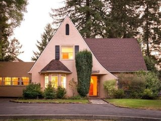 Lovely Tudor Home w/ Pool & Spa near Russian River, short walk to Guerneville