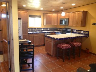 Charming Mexican Casita, Pet Friendly, Well located Midtown