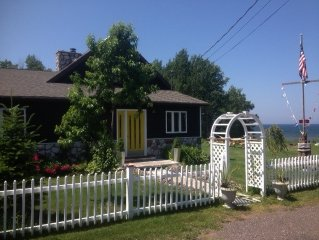 Stately 5 bedroom beach house on Lake Superior, 3 miles to Calumet.
